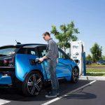 كاليفورنيا تُلزم أوبر وشركات توصيل الركاب التحوّل إلى السيارات الكهربائية