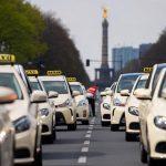 كيف تغلبت أوبر على سوق صناعة سيارات الأجرة؟