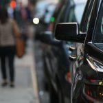 أوبر تعلق خدماتها في بروكسل احتجاجًا على حظر استخدام الهواتف أثناء القيادة